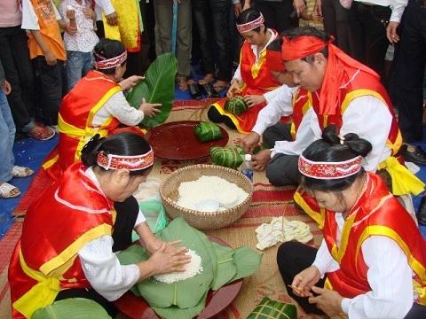 hoat-dong-am-thuc-trong-le-hoi-hung-vuong