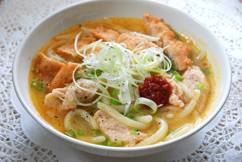 Món bánh canh chả cá Nha Trang